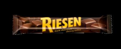 RIESEN stickpack - Chokladkola täckt med kraftig mörk choklad (30 %)/Chokoladekaramel overtrukket med kraftig mørk chokolade (30 %)