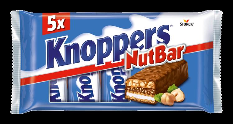 Knoppers NutBar 5 pieces - Reep met wafel en melkcrème (14,4%), hazelnootcrème (14,1%), gehakte hazelnoten (13,4%) en zachte caramel (22,2%) omhuld met volle melkchocolade (29,5%).