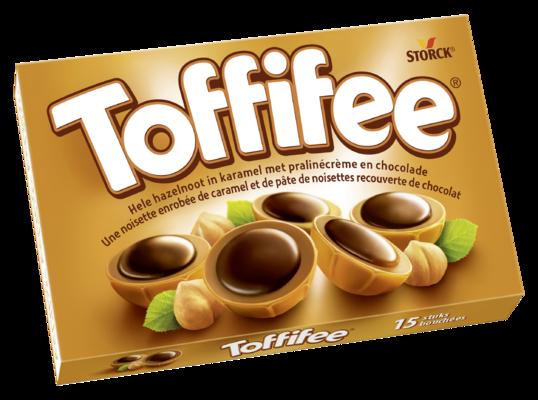 Toffifee 15 stuks - Hele hazelnoot (10 %) in karamel (41 %) met pralinécrème (37 %) en chocolade (12 %).