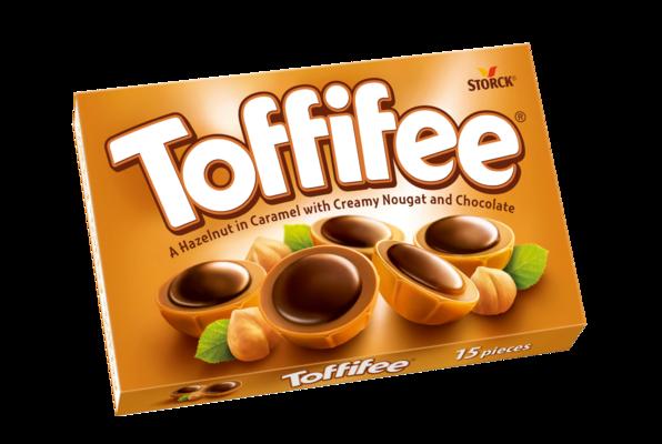 Toffifee 15 pezzi - Una nocciola (10 %) ricoperta di caramello (41 %) con crema alle nocciole (37 %) e cioccolato (12 %)