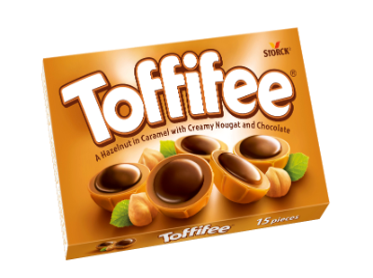 Toffifee 15 komada - Lješnjak (10 %) u karamelu (41 %) i nugat kremi (37 %) preliven čokoladom (12 %).